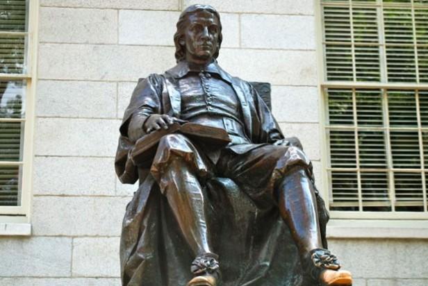 estátua 3 mentiras Harvard